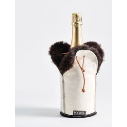 Kywie Wooler Champagne cooler of sheepskin in the color white with brown fur