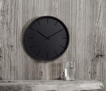 Een Huygens wandklok Tone zwart voor een industriële look in het interieur