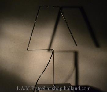 Tafellamp L.A.M.P in zwart staal van Silhouet Lighting bij shop.holland.com