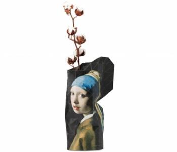Papieren fles vaas maat Large meisje met de Parel - relatiegeschenk, souvenir en bijzonder Dutch Design cadeau