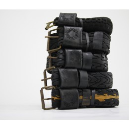 Pants Up broekriemen gemaakt van oude fietsbanden vind je bij shop.holland.com