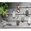 'IJsjes op een stokje' gemaakt met verschillende soorten zaden waar heel veel tuinvogels dol op zijn.