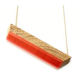 Vanishing Point Halskette Eiche und Rot von Turina Schmuck unter shop.holland.com
