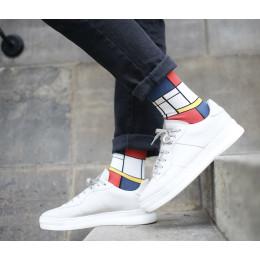 Verwandeln Sie Ihre Füße in ein Kunstwerk mit diesen Mondrian-Socken von Heroes on Socks.